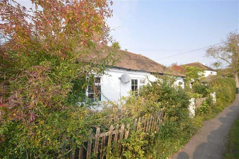 2 Bedrooms Cottage House for sale in The Alley, Hamstreet, Kent