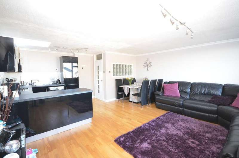 2 Bedrooms Apartment Flat for sale in Willow Way, Farnham