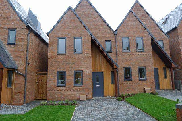 3 Bedrooms Semi Detached House for rent in Holland Street, Sutton Coldfield, B72