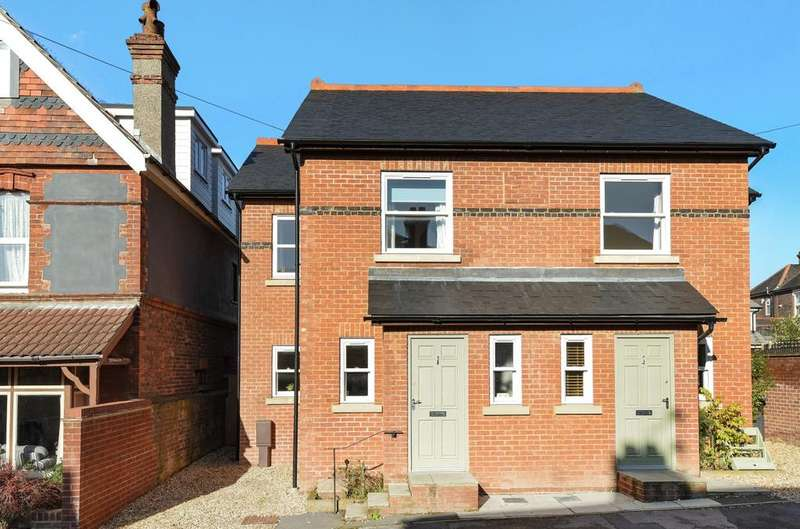 3 Bedrooms Semi Detached House for sale in Honeysuckle Cottages, Victoria Road, Emsworth, PO10