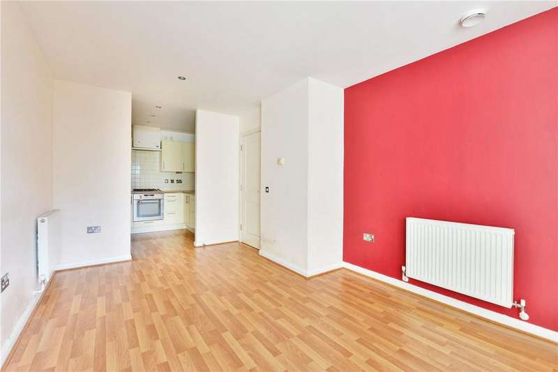 1 Bedroom Flat for sale in Explorers Court, 5 Newport Avenue, London, E14