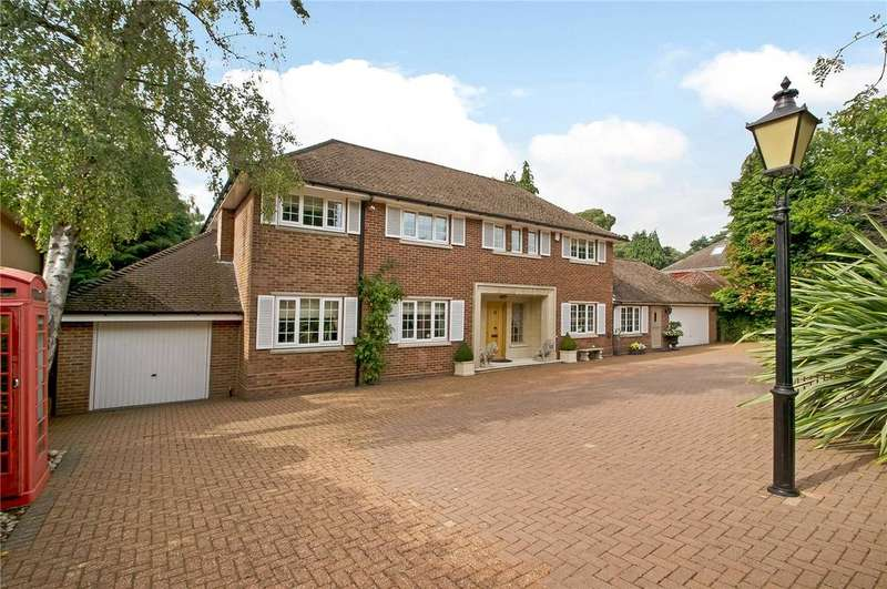 4 Bedrooms Detached House for sale in Hadrians Way, Chilworth, Hampshire, SO16