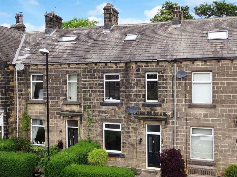 3 Bedrooms Terraced House for sale in Wells Road, Guiseley, Leeds