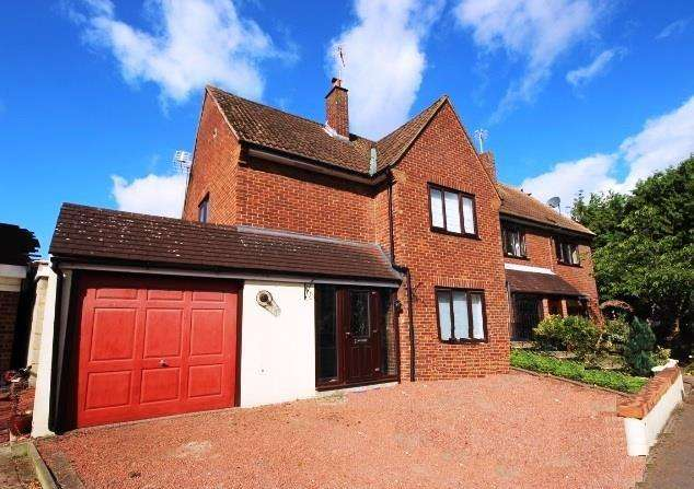 3 Bedrooms Semi Detached House for rent in Lawn Close, Swanley BR8 7HJ