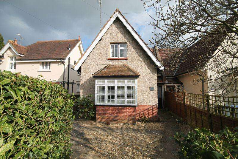 3 Bedrooms Semi Detached House for sale in Woodsland Road, Hassocks, West Sussex,