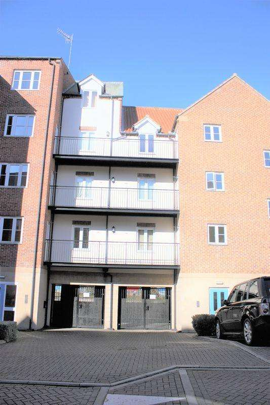 2 Bedrooms Apartment Flat for rent in Richardson Court, Whitehall Landing, Whitby