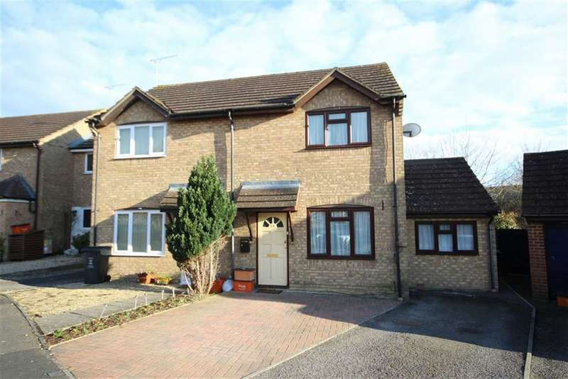 3 Bedrooms Semi Detached House for sale in Webbs Wood, Peatmoor, Swindon