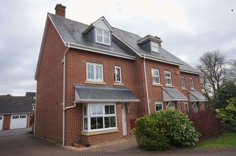 4 Bedrooms Property for rent in Goldcrest Way Four Marks, Alton