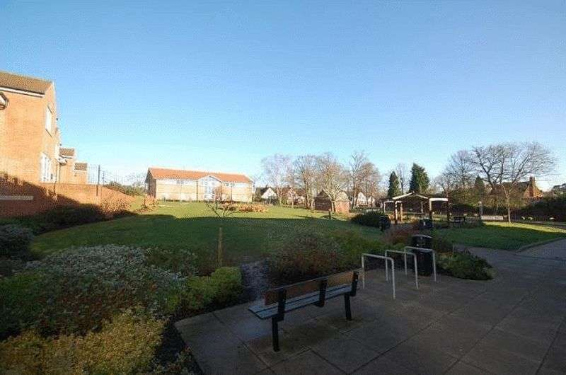 2 Bedrooms Property for sale in Thomas House, Bells Hill Green, Slough