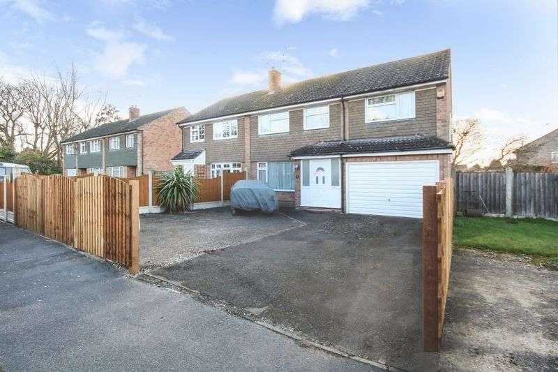 4 Bedrooms Property for sale in Stanfield Close, Colchester
