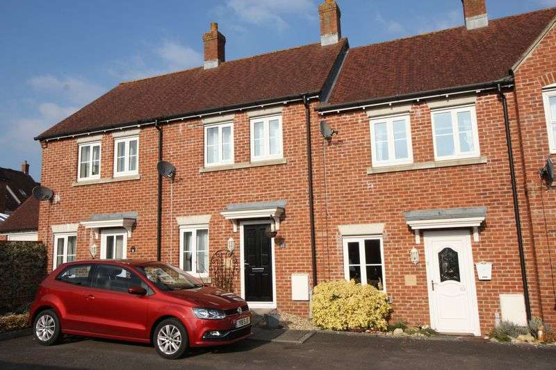2 Bedrooms Property for sale in Wyvern Way, Blandford Forum