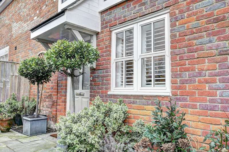2 Bedrooms Semi Detached House for sale in Oakwood Place, Lane End