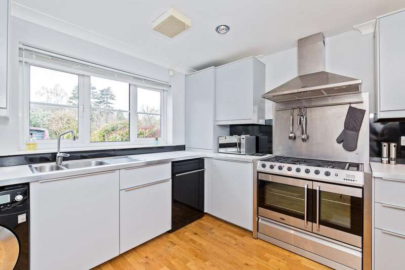 4 Bedrooms Town House for sale in Kiln Close, Potten End, Berkhamsted HP4