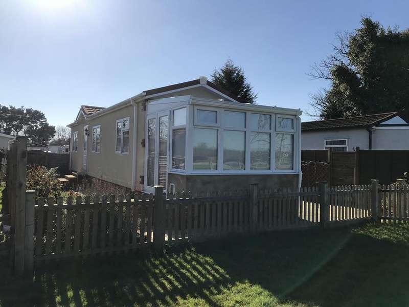 1 Bedroom Park Home Mobile Home for sale in Cambridge Lodge Park, Bonehurst Road, Horley RH6
