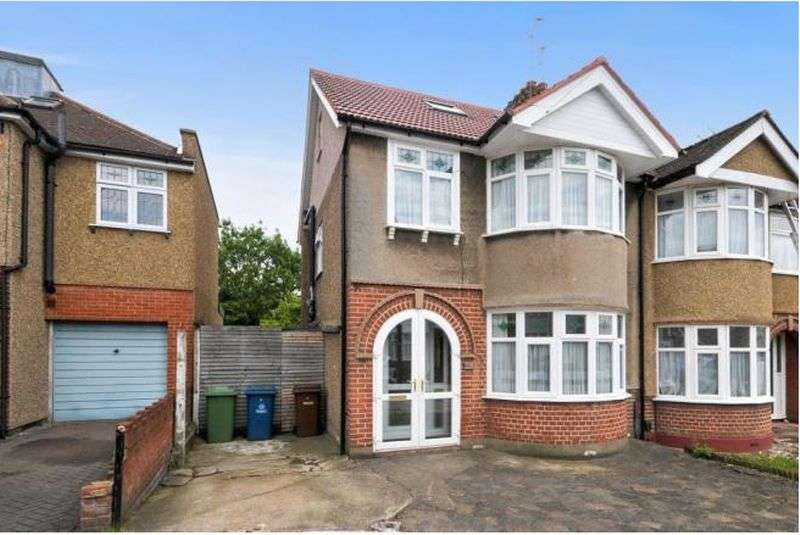 4 Bedrooms Property for sale in Windsor Close, Harrow