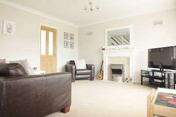 3 Bedrooms Terraced House for rent in Lupin Close, Chapel Park, Newcastle upon Tyne, NE5 1UR