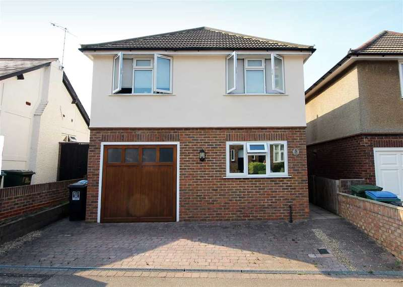 3 Bedrooms House for sale in Field Road, Oxhey Village, WD19.