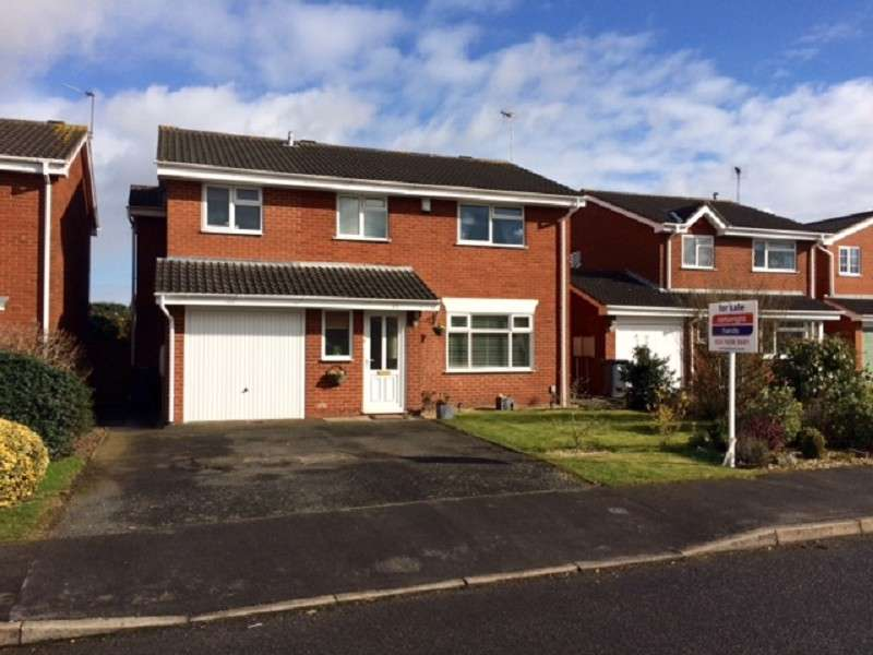 4 Bedrooms Detached House for sale in Thornhill Drive, Nuneaton, Warwickshire. CV11 6TD