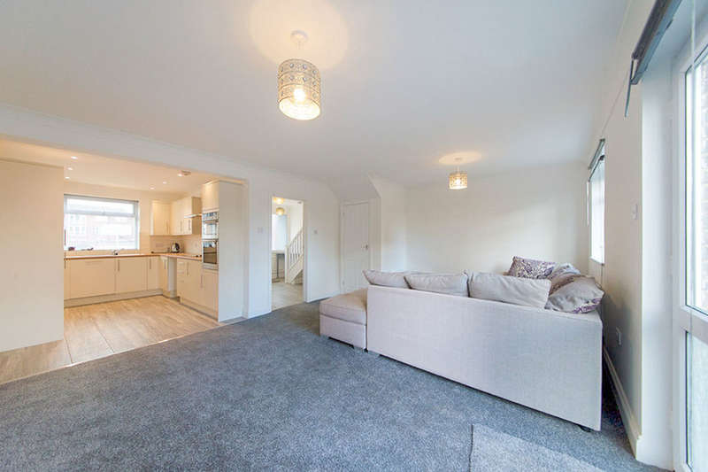 3 Bedrooms Property for sale in Bexhill Walk, London, E15