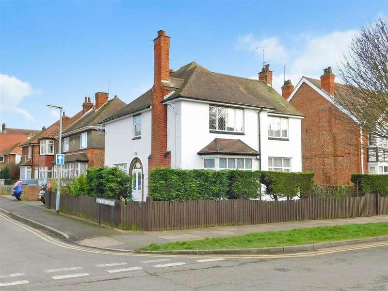 4 Bedrooms Detached House for sale in Glentworth Crescent, Skegness, Lincolnshire, PE25 2TG