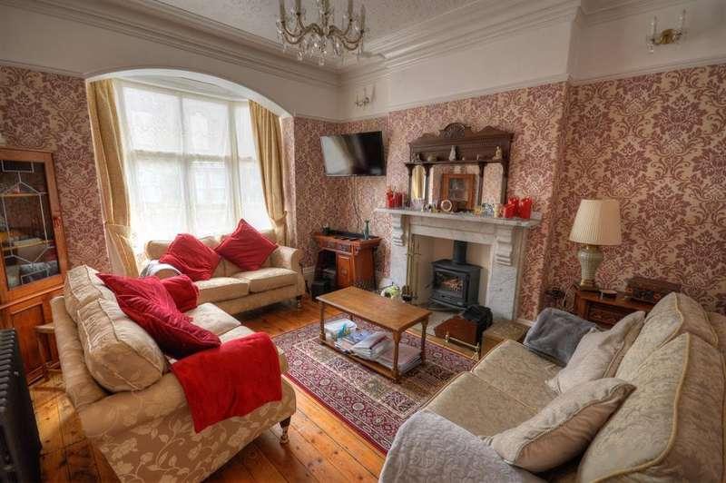 3 Bedrooms Detached House for sale in Alexandra Park, Scarborough, YO12 5JN