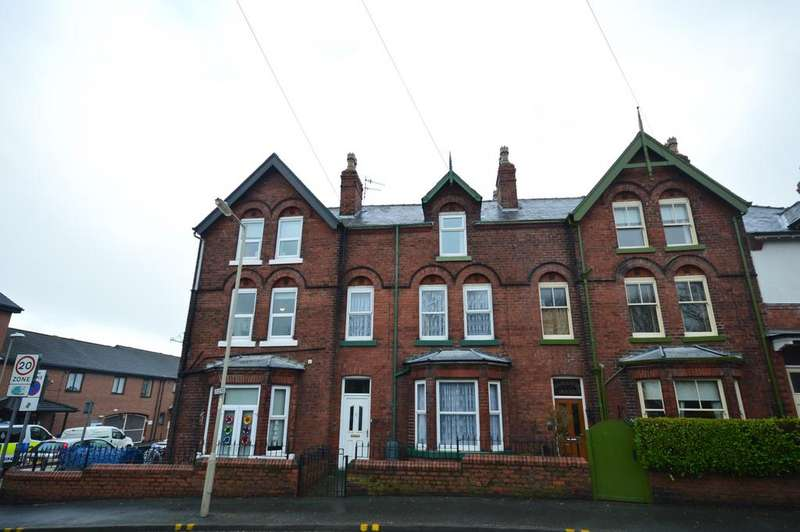 5 Bedrooms Terraced House for sale in Manor Road, Scarborough, YO12 7RY