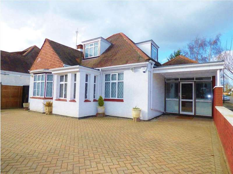 4 Bedrooms Detached House for sale in St Mary's Crescent, Isleworth, TW7 4NA