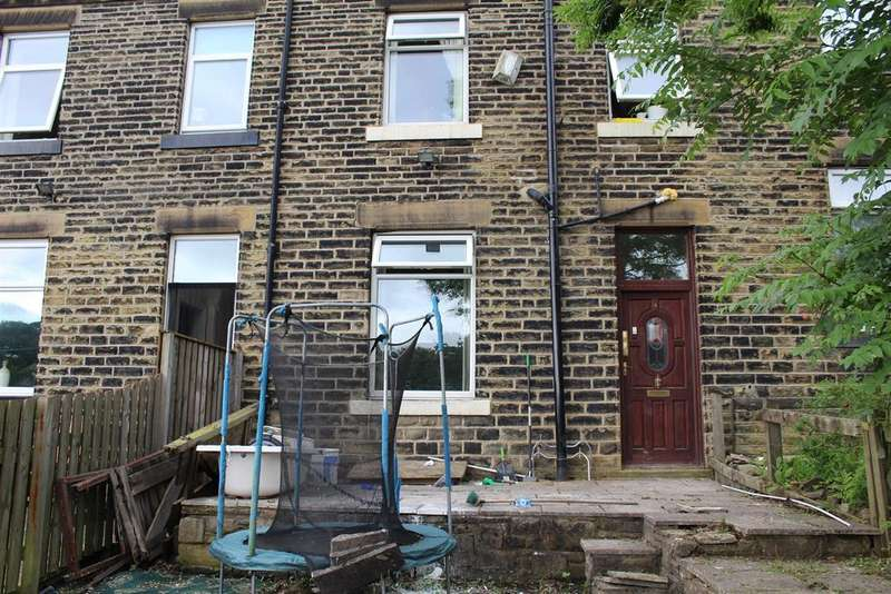 2 Bedrooms Terraced House for sale in North View Terrace, Halifax Road, Dewsbury, WF13 4JG
