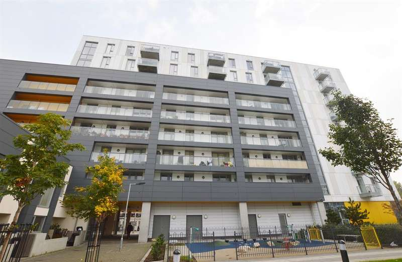 2 Bedrooms Flat for sale in Queensberry House, 17 Equinox Square, London, E14 6GJ