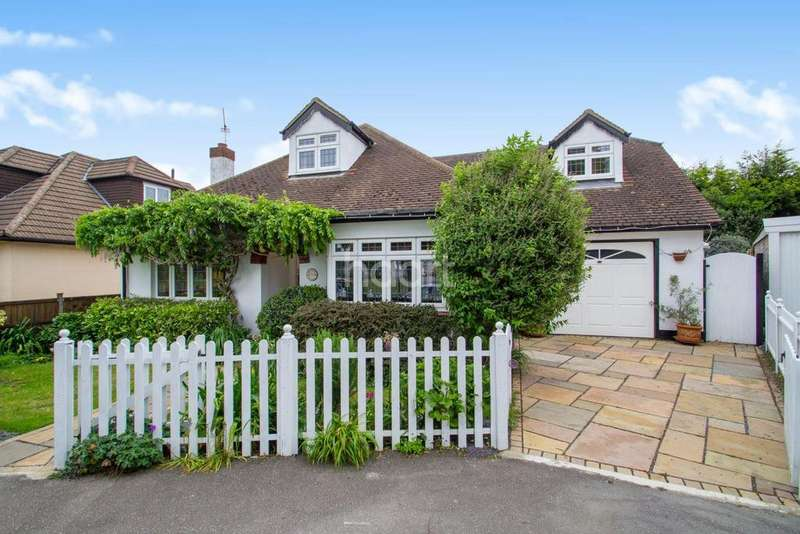 4 Bedrooms Detached House for sale in Snakes Lane, Southend-On-Sea