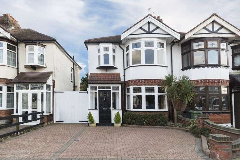 3 Bedrooms Semi Detached House for sale in Pemberton Gardens, Chadwell Heath , Romford, RM6