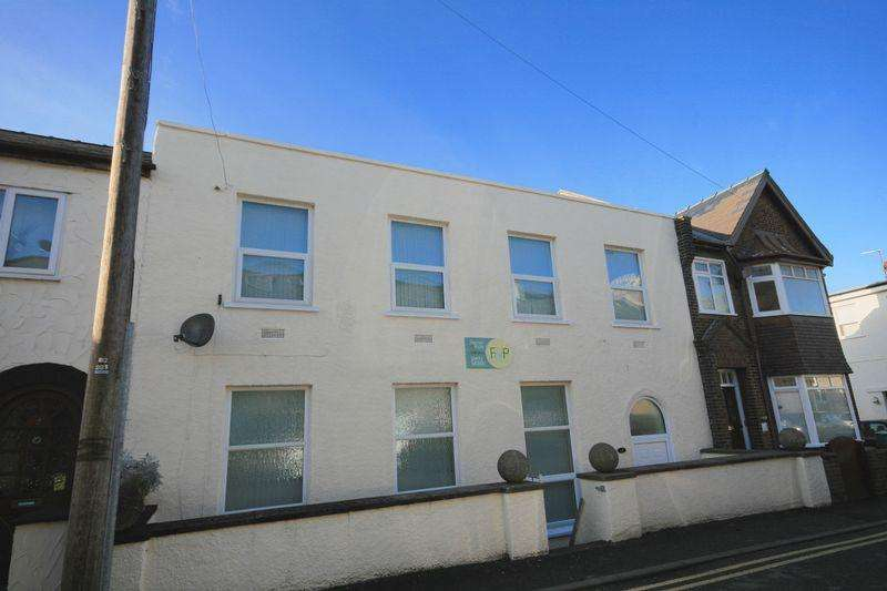 4 Bedrooms Terraced House for sale in 14 Stanley Oak Road, Llandudno Junction