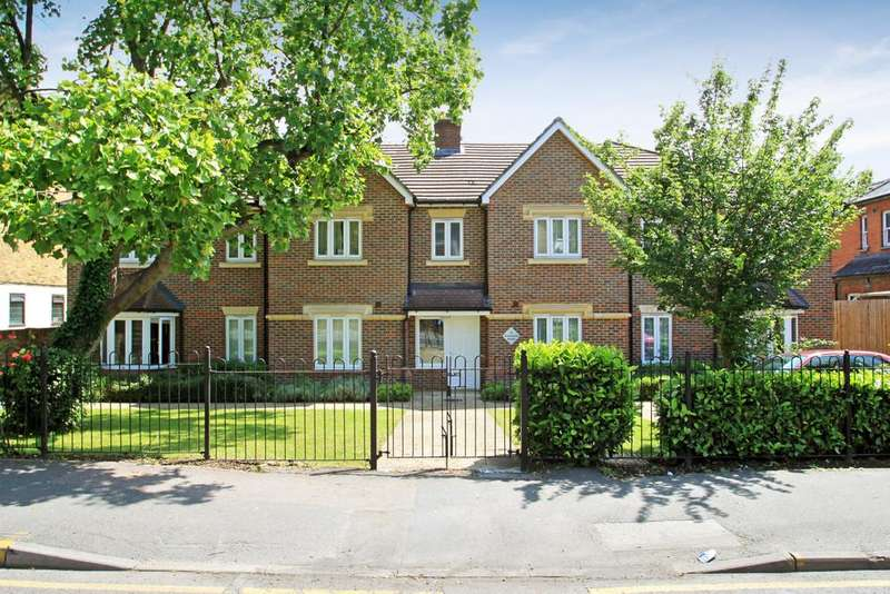 2 Bedrooms Ground Flat for sale in Surbiton, Surrey