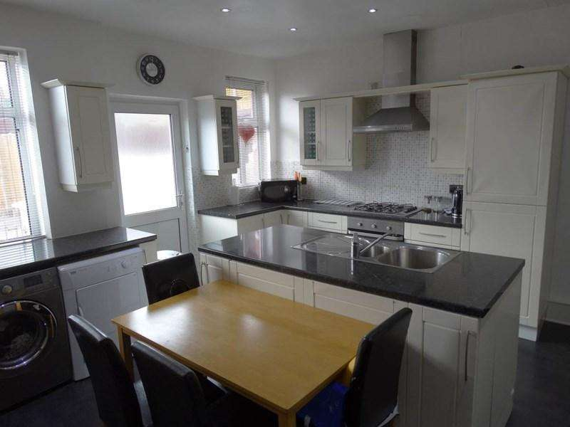 3 Bedrooms Terraced House for sale in 3 Bryn Teg Avenue, Old Colwyn