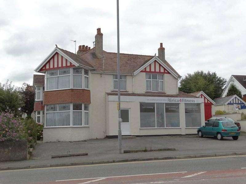 4 Bedrooms Semi Detached House for sale in 116- 118 Llandudno Road, Penrhyn Bay