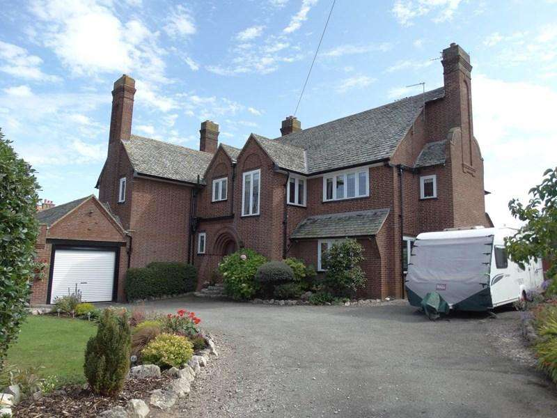 2 Bedrooms Apartment Flat for sale in Redlands 30 Penrhyn Isaf Road, Penrhyn Bay