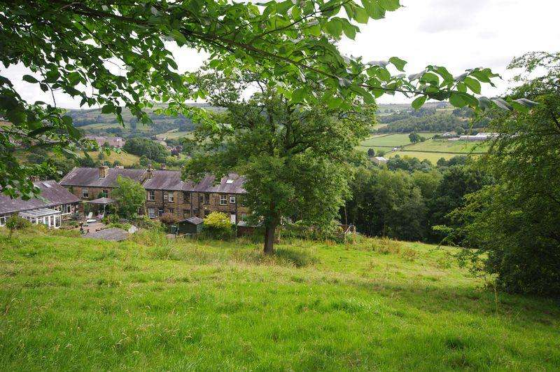 2 Bedrooms Terraced House for sale in 7 Raven Bank, Luddendenfoot, HX2 6HE