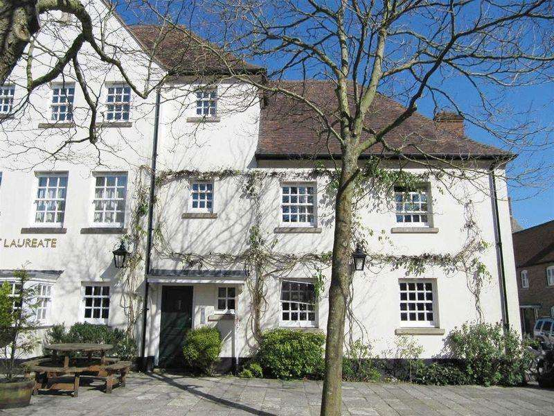 2 Bedrooms Apartment Flat for rent in Pummery Square, Poundbury Village