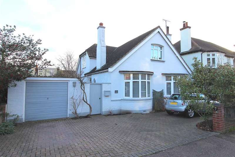3 Bedrooms Detached House for sale in Leigh on Sea