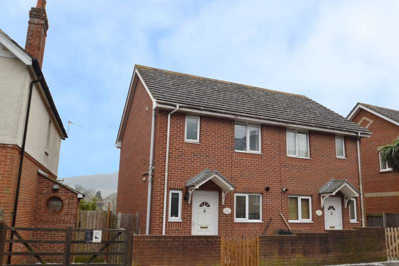 3 Bedrooms Semi Detached House for sale in St. Johns Road, Wroxall