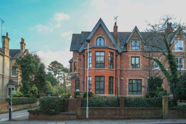 2 Bedrooms Apartment Flat for sale in Stamford Road, Bowdon
