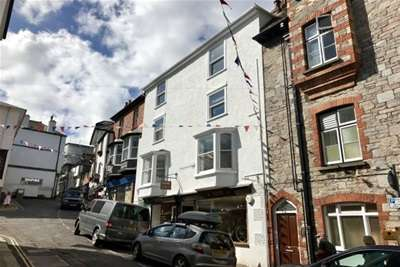 2 Bedrooms Flat for rent in Dartmouth