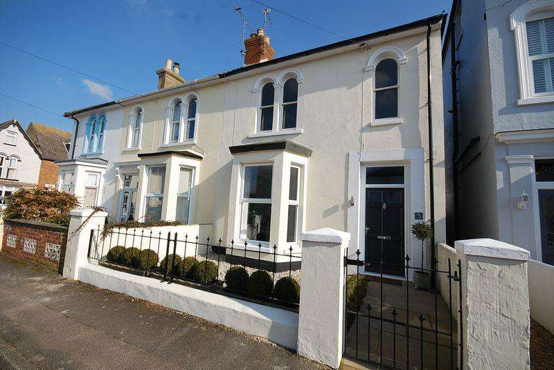 3 Bedrooms Terraced House for sale in Hythe