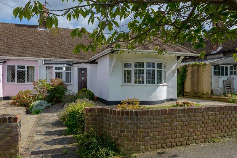 3 Bedrooms Semi Detached Bungalow for rent in Ormonde Gardens, Leigh-On-Sea