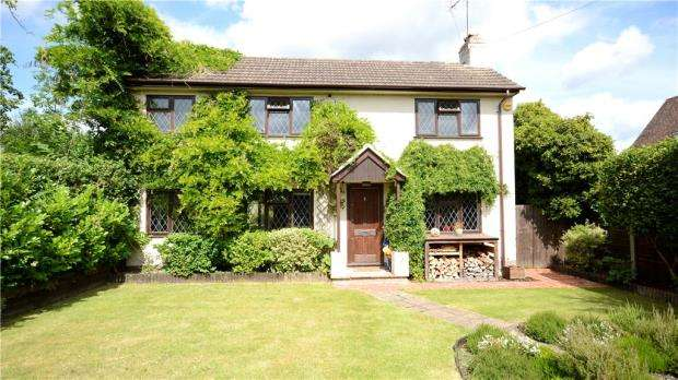 4 Bedrooms Detached House for sale in Cricketers Lane, Windlesham, Surrey
