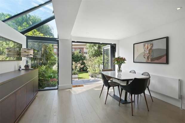 4 Bedrooms Flat for sale in Stile Hall Gardens, Chiswick