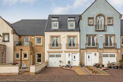 3 Bedrooms Terraced House for sale in Harbourside, Inverkip