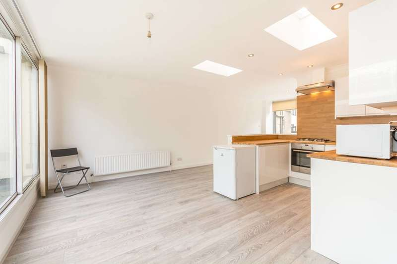 2 Bedrooms Flat for rent in High Holborn, Holborn, WC1V