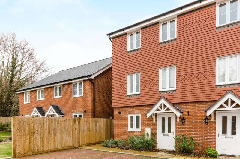 4 Bedrooms House for rent in Grayling Close, Godalming, GU7