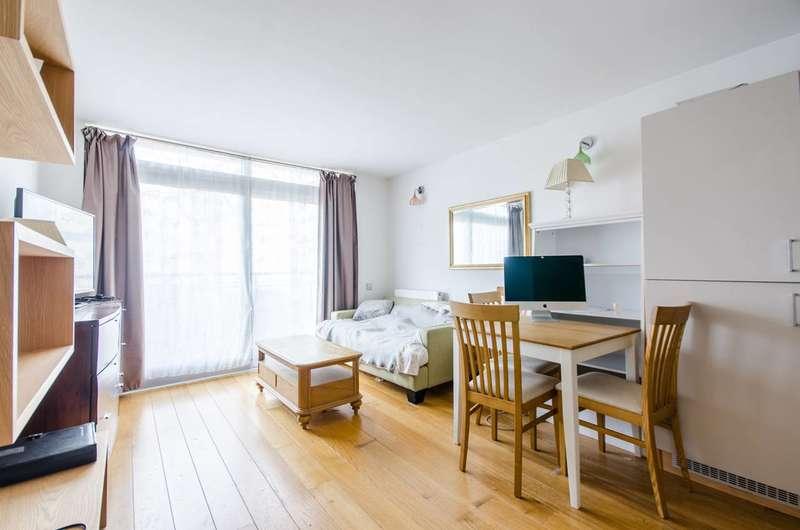 1 Bedroom Flat for sale in Becquerel Court, Greenwich, SE10